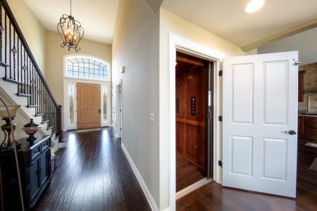 Best SF Family $650-$750 Photo 5 Elevator & Hall